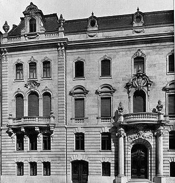 Geschäftshaus für die Behörde des Civilkabinetts Sr. Majestät des Kaisers, Wilhelmstr. 64 in Berlin, in: Moderne Neubauten, hrsg. v. Wilhelm Kick, 4. Jahrgang, Stuttgart 1902, Bl. 34. (wikimedia commons)